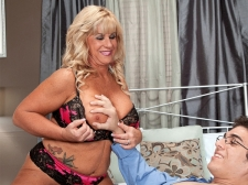 The 51-year-old cougar takes a 21-year-old 10-Pounder in her ass