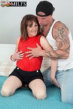 The fresh British HORNY HOUSEWIFE screws the delivery boy