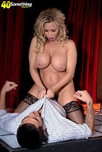 Busty SEXY HOUSEWIFE gogo dancer Amber Lynn suggests extras
