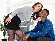 Raelynn loves sucking and rogering that BBC